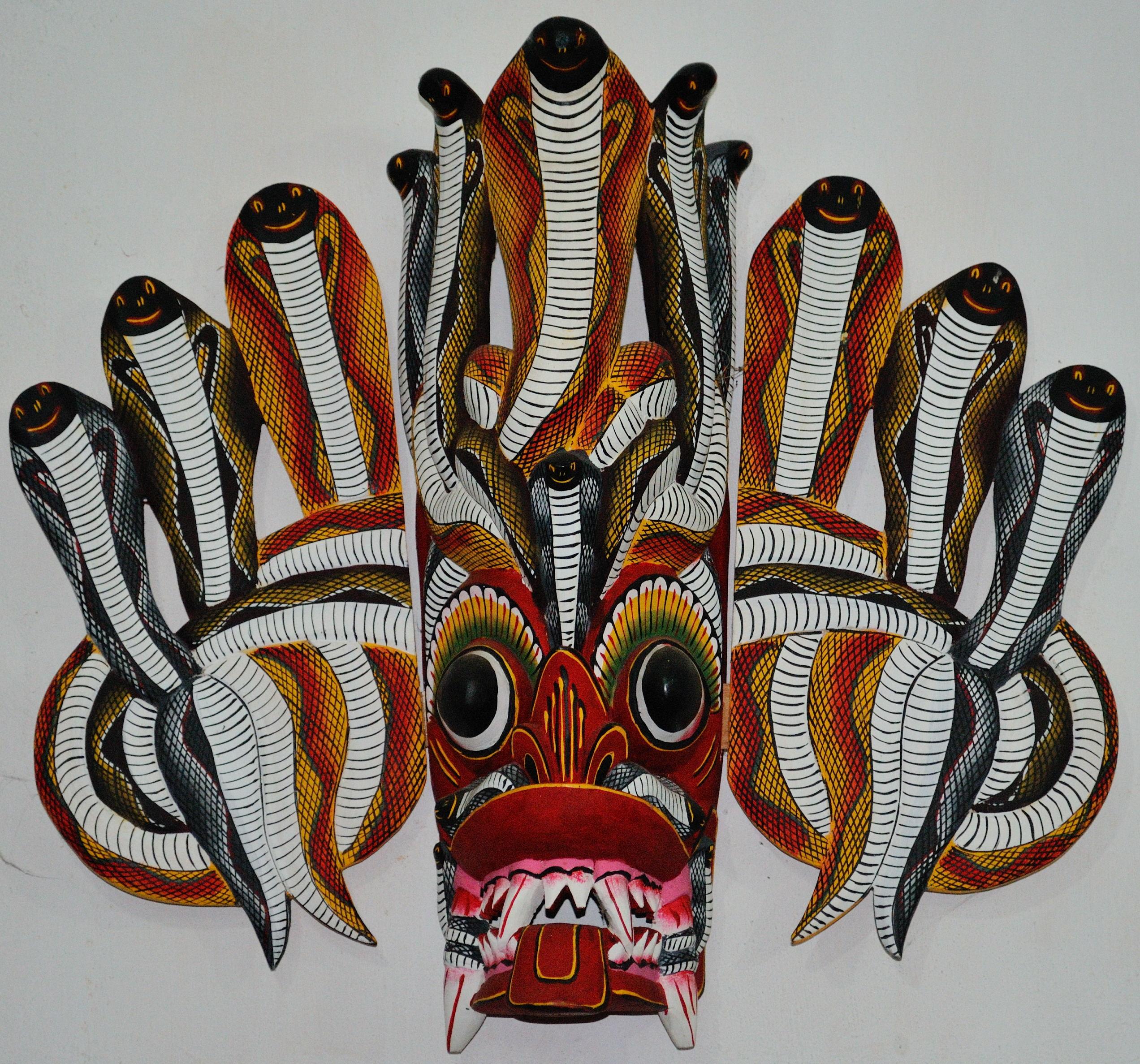 Ochronna maska z kobrą.